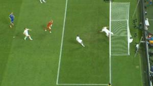 Незасчитанный гол в ворота Англии