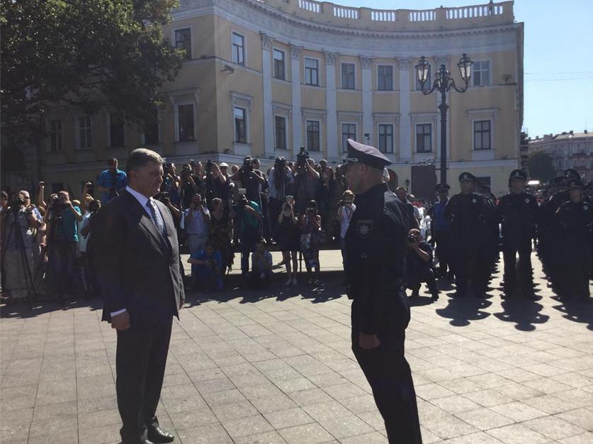 Президент Порошенко принимает новую полицию